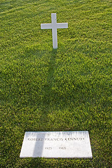 220px-Robert_F._Kennedy_grave_in_Arlington_National_Cemetery